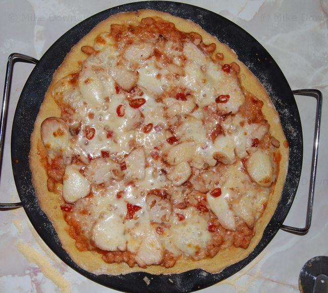 Baked bean and chicken pizza