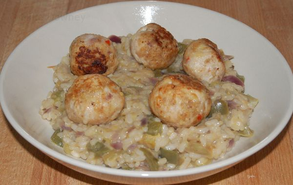 Green tomato risotto with meatballs