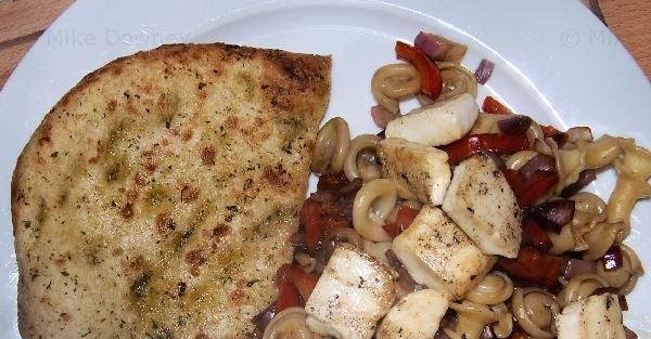Halloumi, pasta, vegetables